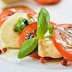 Kalte Platte mit Tomate-Mozzarella